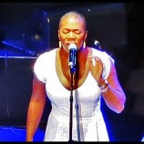 India Arie Rips off Hair at Los Angeles Concert