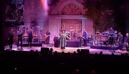 Jill Scott performing the hits